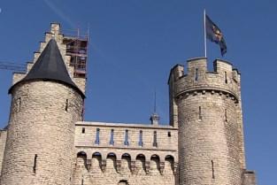 """Brabantse vlag wappert weer op het Steen: """"Belofte uit het verleden"""""""