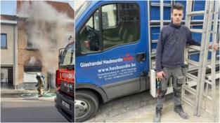 """Glasplaatser twijfelt niet en redt bewoner uit brandend huis met ladder: """"Die man hapte naar lucht, er was enorm veel rook"""""""