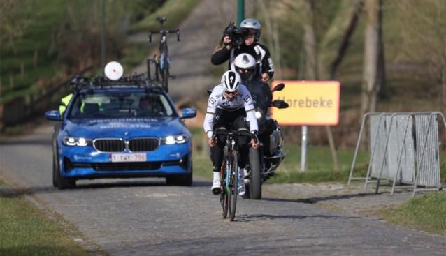 Wereldkampioen Alaphilippe verkent alleen Omloop Het Nieuwsblad, Gilbert neemt ploeg op sleeptouw