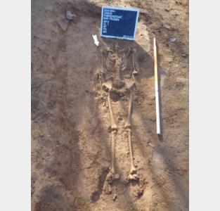 Archeologen vinden skeletten op kerkhof van Catharinakapel