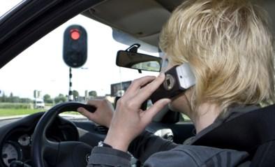 Betrapt op gsm'en achter het stuur? Meteen voor de rechter