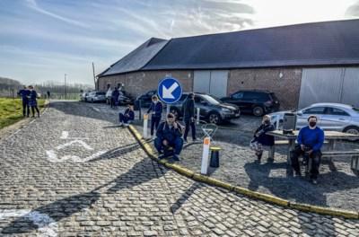 Zaterdag mag het niet, dus komen koersliefhebbers nu al renners spotten langs parcours Omloop Het Nieuwsblad