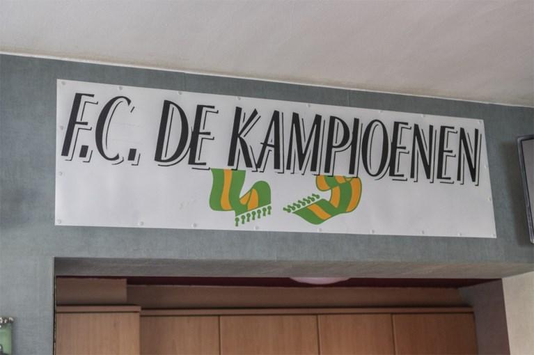 Mijn gedacht! Emily en Eddy wonen in het café van FC De Kampioenen