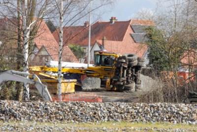 Spoorwegkraan valt om in Tongeren, machinist blijft ongedeerd