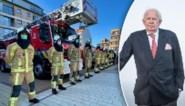 Hulpdiensten en inwoners brengen beklijvend eresaluut aan burgemeester Lippens, met minuut stilte en loeiende sirenes