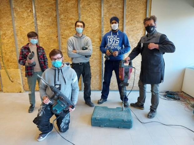 Cursisten bouwen een nieuwe didactische keuken