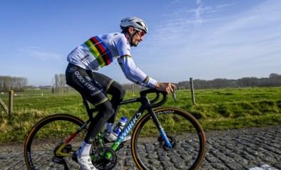 """Wereldkampioen Julian Alaphilippe ziet zichzelf niet als topfavoriet voor de Omloop: """"Helaas kan ik niet stoppen op de Muur om nog een mattentaartje te eten"""""""