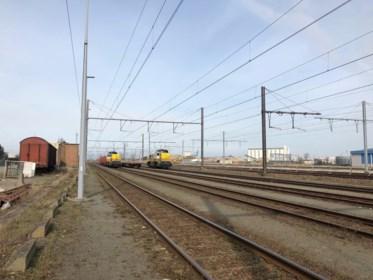 Op verkenning in 'achilleshiel' van Zeebrugse haven, waar transmigranten op rijdende treinen springen en slapen in rioolbuizen