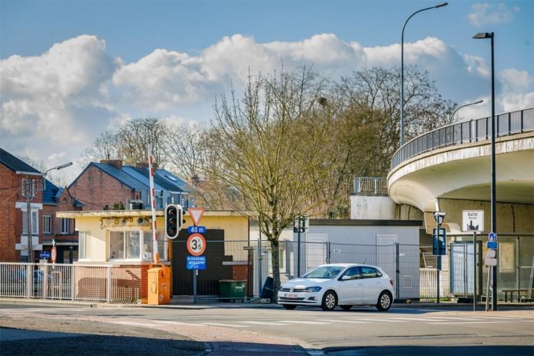 Seinhuizen belemmeren zicht op kruispunt aan Battelbrug
