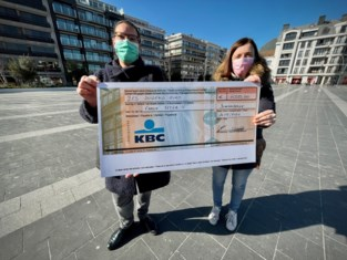 """Griet en Cindy zamelen zesduizend euro in voor gezin dat dakloos werd na zware brand: """"De steun was overweldigend"""""""