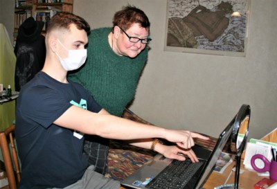 """Studenten lossen computerproblemen op aan huis: """"Mensen zien ons als tovenaars"""""""