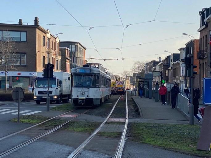 Vuilniswagen botst tegen tram: één persoon lichtgewond