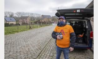 """Bjorn deelt drinkbussen en energierepen uit: """"Voor ons is het veel makkelijker werken"""""""