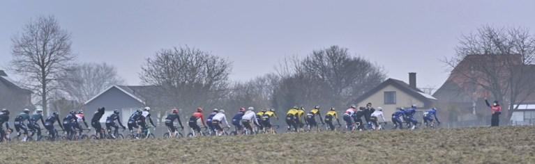 Wat hebben we dit gemist: beelden van wielerpeloton op typische wegen tonen schoonheid van Vlaams voorjaar