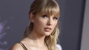Taylor Swift maakt nieuwe versie van oude hit om ex-manager een hak te zetten