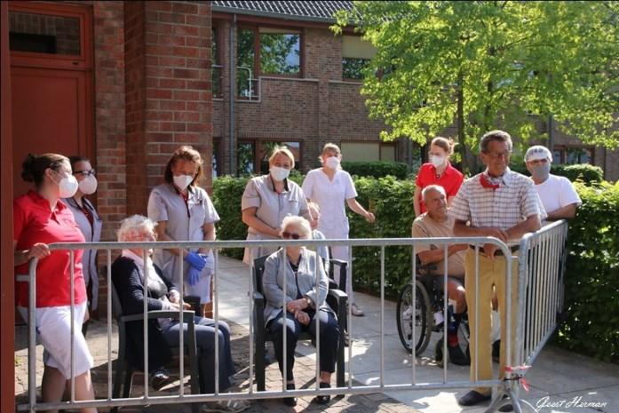 """Wzc Sint-Pieter herademt met bezoekregeling: """"Niet één bewoner werd besmet en daar zijn we trots op"""""""