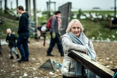 """Ze is 85, maar geeft nog wekelijks therapie aan jongeren: """"Ik vond mezelf te oud, maar ik kan niet tegen de wachtlijsten"""""""