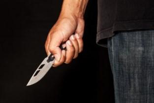 Discussie over geparkeerde wagen loopt uit de hand: chauffeur bedreigd met mes