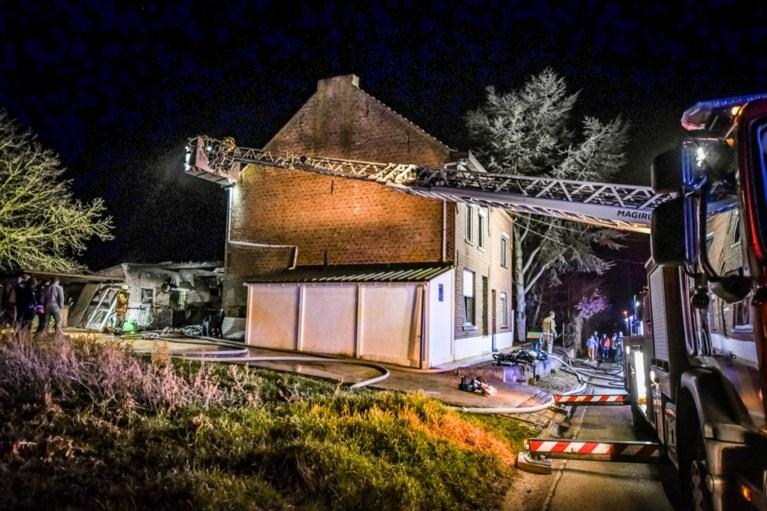 Man loopt derdegraads brandwonden op bij woningbrand, ook vrouw afgevoerd naar ziekenhuis