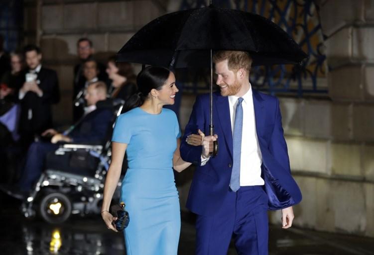 """Prins Harry doet opmerkelijke uitspraken: """"Heb gedaan wat elke vader of echtgenoot zou doen: mijn gezin uit die giftige omgeving halen"""""""