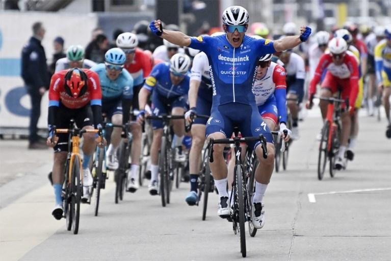 Davide Ballerini wint atypische Omloop Het Nieuwsblad in massasprint