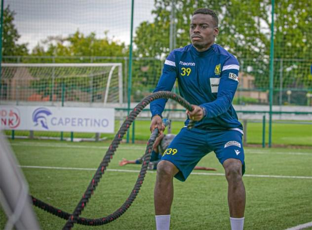 """De kleurrijke reis van STVV-speler Jonathan Buatu door voetballand: """"Van Persie is de beste tegen wie ik al speelde"""""""