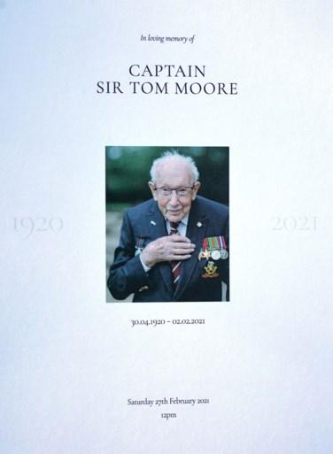 Uitvaart van Britse coronaheld 'Captain Tom' van start met erewacht en vliegtuig uit Tweede Wereldoorlog
