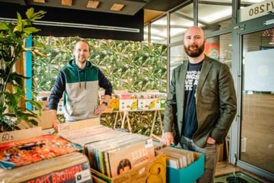 Hotelreceptionisten openen nieuwe vinylwinkel in Centraal Station