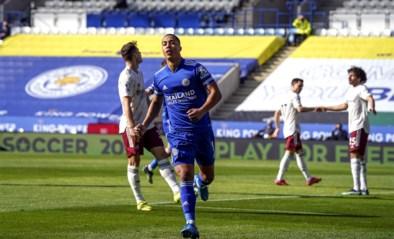 Youri Tielemans scoort na wandeling door Arsenal-defensie, maar verliest met Leicester