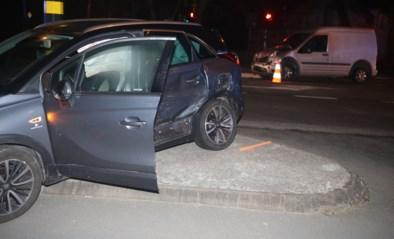 Dronken bestuurder negeert rood licht: zorgkundige raakt gewond op weg naar nachtshift in woon-zorgcentrum