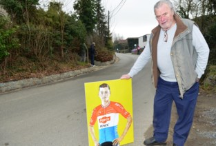 Wielerfan en kunstenaar Walter geniet van de koers op top van Kattenberg