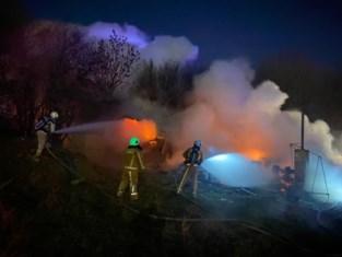 Bewoner naar ziekenhuis na uitslaande brand in loods