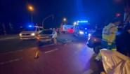 Vrouw gewond bij botsing op kruispunt
