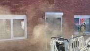 Huis tijdelijk onbewoonbaar door zware rookschade na kelderbrand
