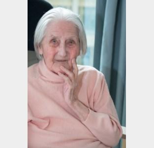 Leonora De Groote blaast 100 kaarsjes uit