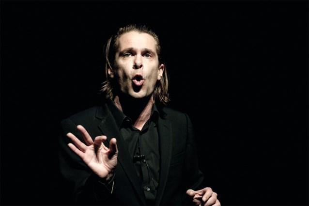 Hans Teeuwen duikt op in de Nederlandse hitlijsten met 'Lockdown lul'