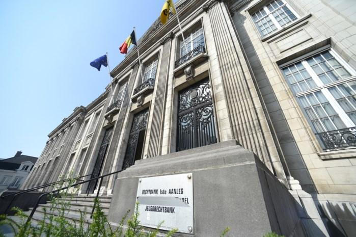 Kasteelheer vrijgesproken voor diefstal met geweld, kompaan krijgt één jaar cel