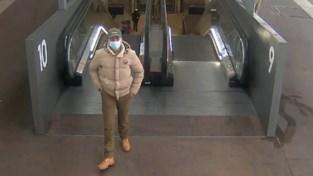 Politie zoekt man die treinreizigers bedreigde met slagersmes