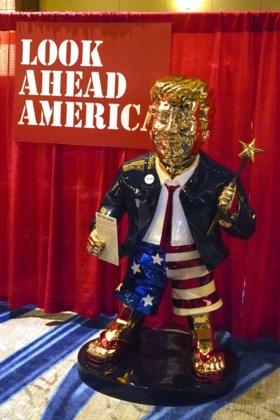 Kondigt Donald Trump aan dat hij in 2024 opnieuw presidentskandidaat is?