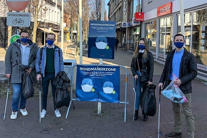 Vlaams Belang Jongeren slaan vieze mondmaskers aan de haak