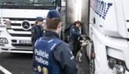 Acht transmigranten gered uit container in Zeebrugge