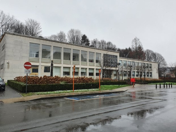 """Burgemeester blijft bij voornemen om nieuw gemeentehuis te bouwen: """"Hoe groot is nog niet beslist, maar het komt er"""""""