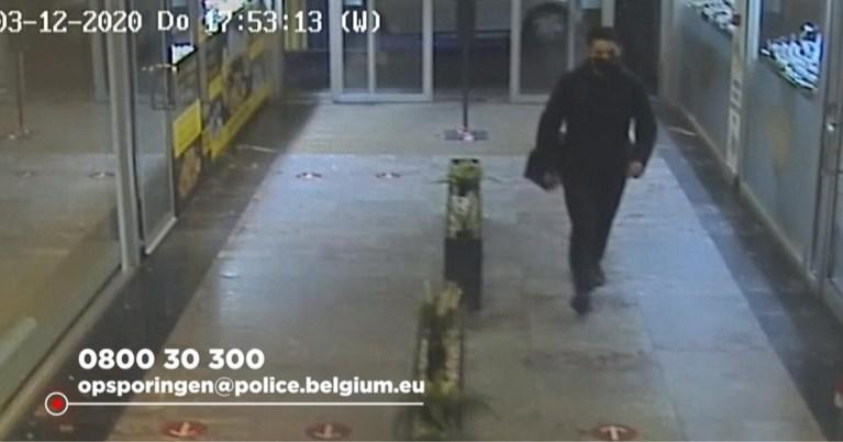 Dief die 450.000 euro buitmaakte bij Antwerpse juwelier, was vermomd als bewakingsagent