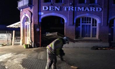 Bestuurder bewusteloos na zware crash tegen bekend café: schade is erg groot