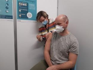 Eerste 260 prikjes gezet in vaccinatiecentrum Dilbeek-Ternat<BR />
