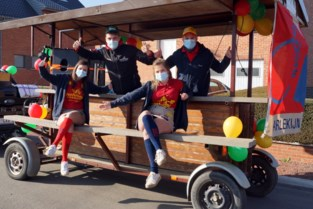 Chiro Harlekijn zorgt met bokmobiel voor carnavalssfeer in de straten van Vechmaal
