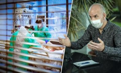 """Geert Molenberghs ziet nieuwe trend in stijgende coronacijfers: """"Opvallend hoe hospitalisaties 'te snel' volgen op besmettingen"""""""
