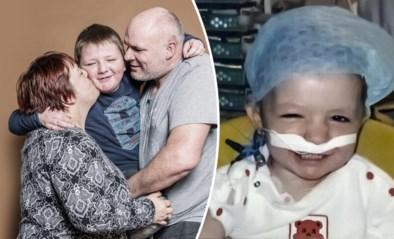 """Dries (10) overleefde leukemie, maar daar bleef het niet bij: """"We gingen aan doodsbrieven beginnen, tot dat telefoontje kwam"""""""