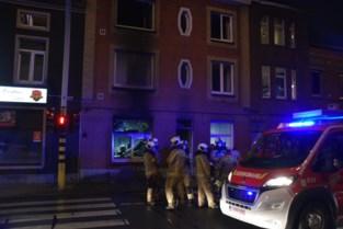 Frietketel veroorzaakt hevige woningbrand: twee personen naar ziekenhuis