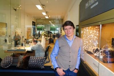 """Bekende juwelier ruilt Gent in voor Destelbergen: """"Mijn ontwerpen zitten vol emoties"""""""